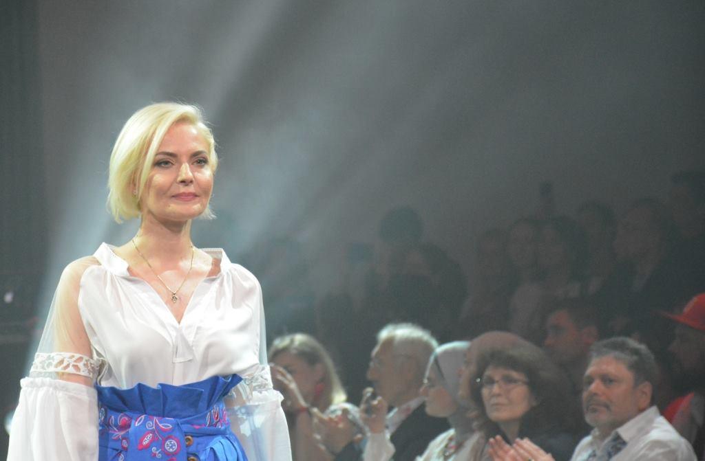 До Всесвітнього дня вишиванки «Українські амазонки» презентували  національне вбрання – Новини Полтавщини 2d0035f8eca24