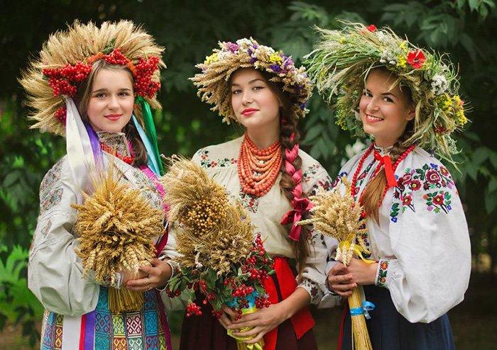 Український вінок — краса і традиції сплелись воєдино. Історія українського  вінка, види та що символізує – Новини Полтавщини