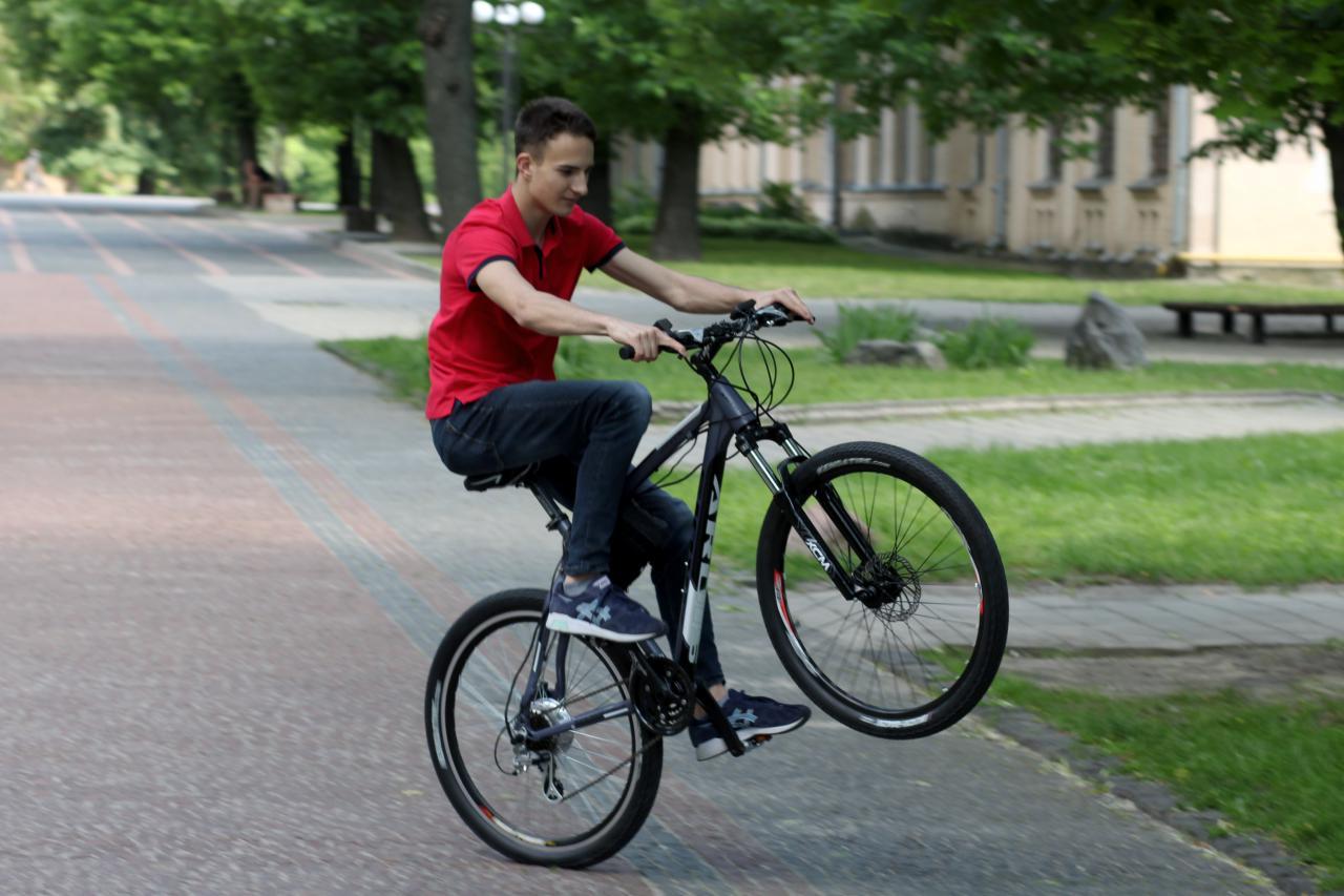 Стипендіат фонду «Повір у себе» з Кобеляк сконструював екологічний транспорт — електровелосипед