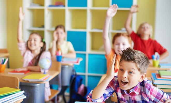 Учні без масок, а вчителі у захисних щітках: назвали нові правила навчання у школі