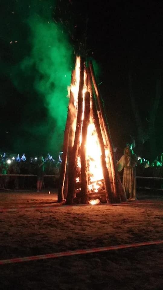 Запалювали вогнище та зустрічали водяного: як полтавці відсвяткували Івана Купала на «Гавайях» | Oblnews - Новини Полтаської області